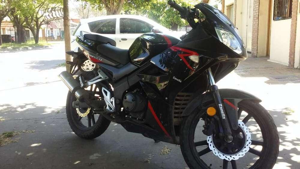 Vendo tomo moto mas chica y diferencia a mi favor