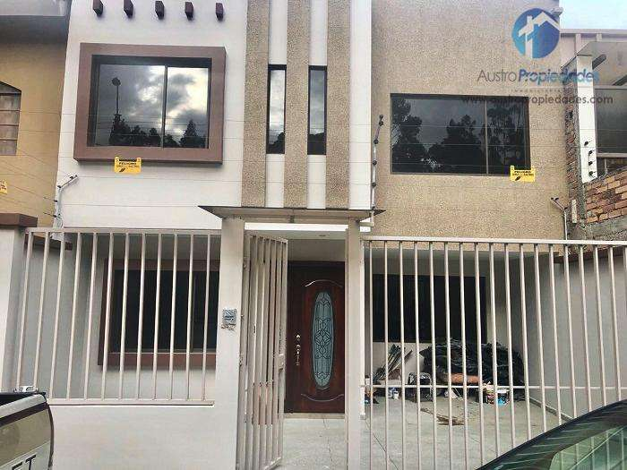 Casa en Venta en Cuenca sector Ciudadela de los Profesores con 4 dormitorios