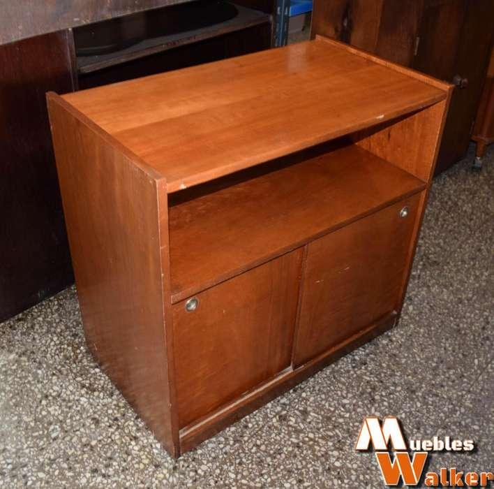 Mesa para TV con puertas corredizas