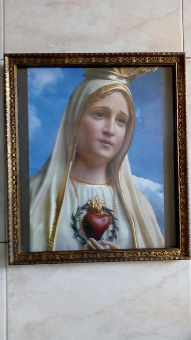 Linda imagen de la virgen peregrina de 45x40 en buen estado.
