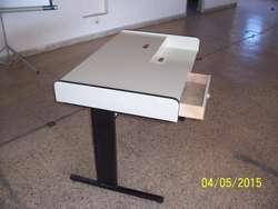 Mesa escritorio de melamina blanca
