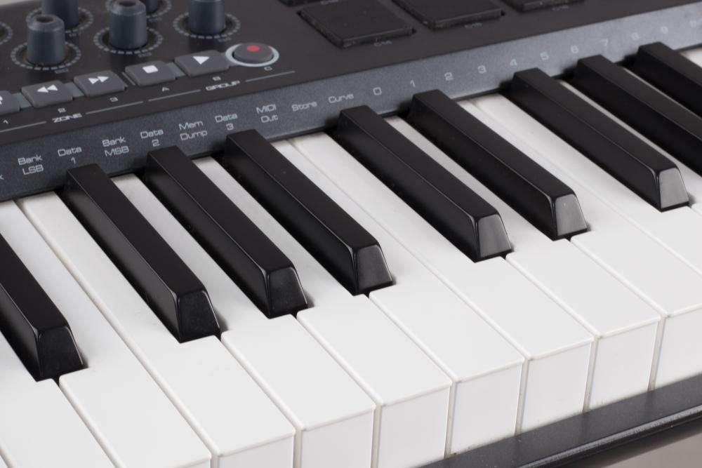 Solicito profesor que dicte clases de piano.