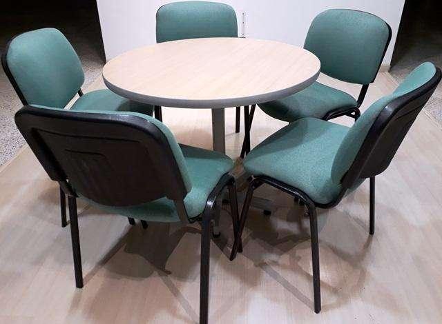 Mesa redonda de con 5 sillas tapizadas sala de juntas comedor oficina