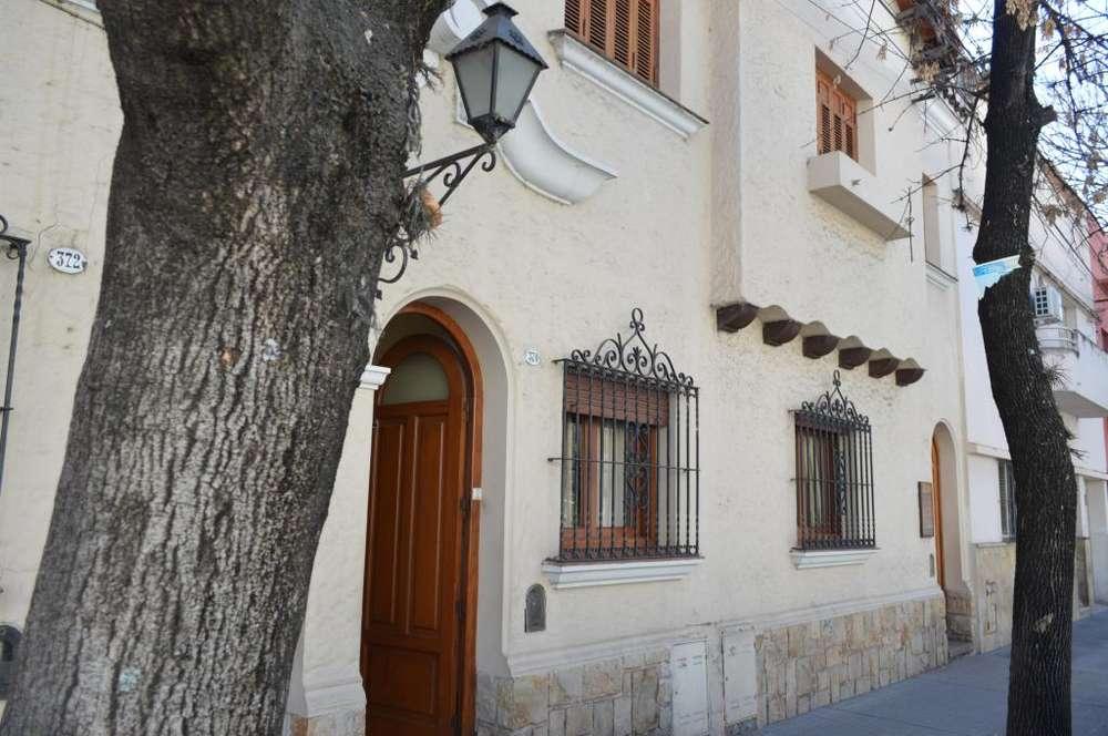 OFICINA - Calle Rivadavia 300 - 1 piso entrada independiente