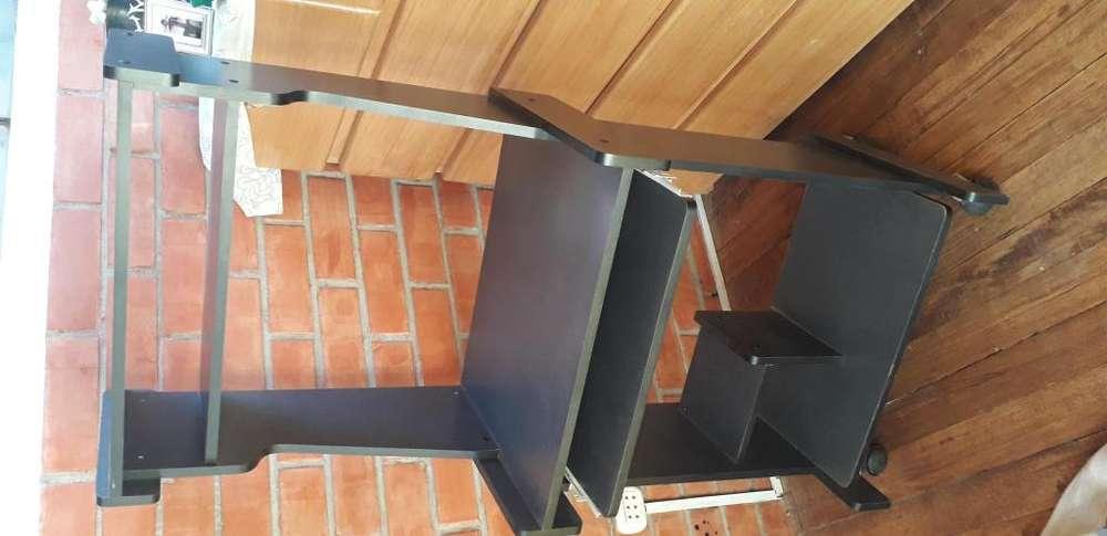 Remato mueble de PC seminueva