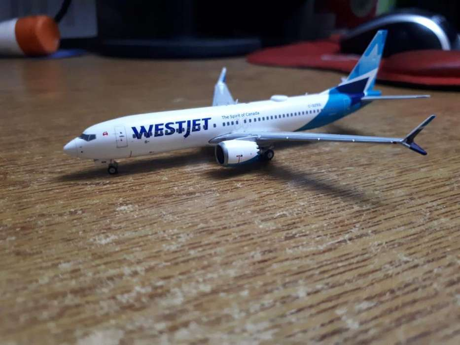 Avion de Metal Westjet Escala 1:400