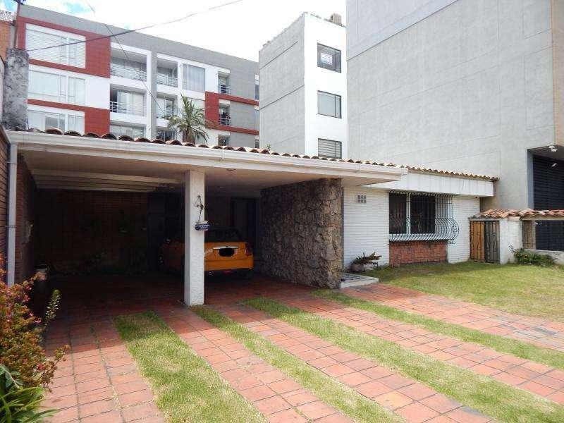 Casa En Venta En Bogota Estoril Cod. VBPRE77106