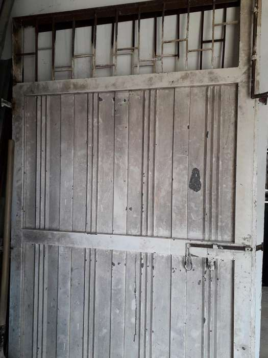 Puerta Metalica Grande