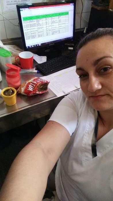 Estudiante de Enfermeria Necesito Tabajo
