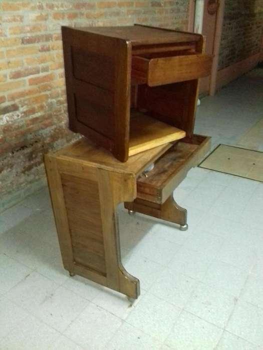 Vendo Mesita Velador Y <strong>escritorio</strong> de Algarrobo Restauradas