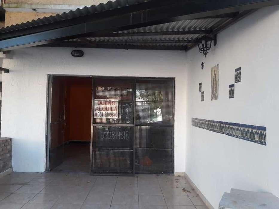 Alquilo Local sobre Bv Los Granderos