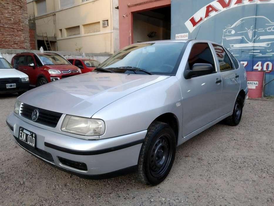 Volkswagen Polo 2004 - 240 km