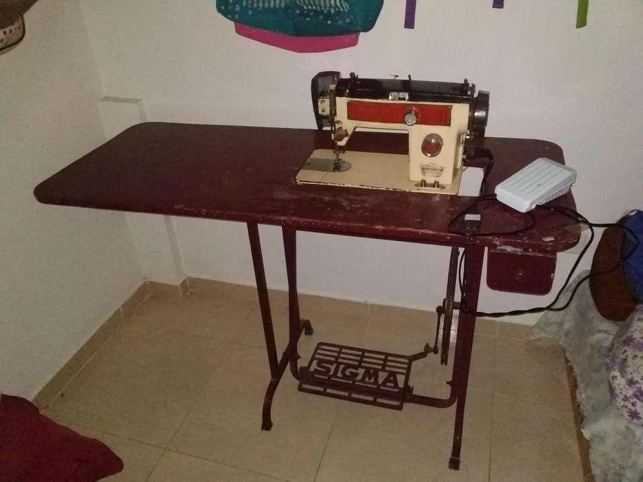 venta de maquina de coser singer por motivo de viaje.