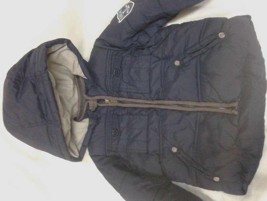 campera nueva azul capucha desmont impermeable 2-3 años