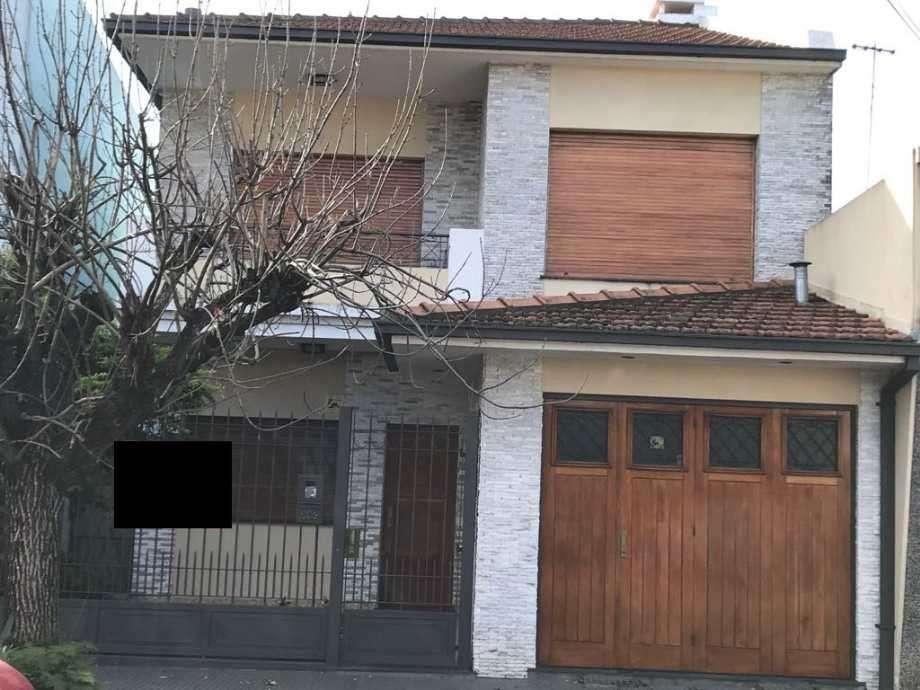Casa para 2 Familias en venta en Bernal Oeste