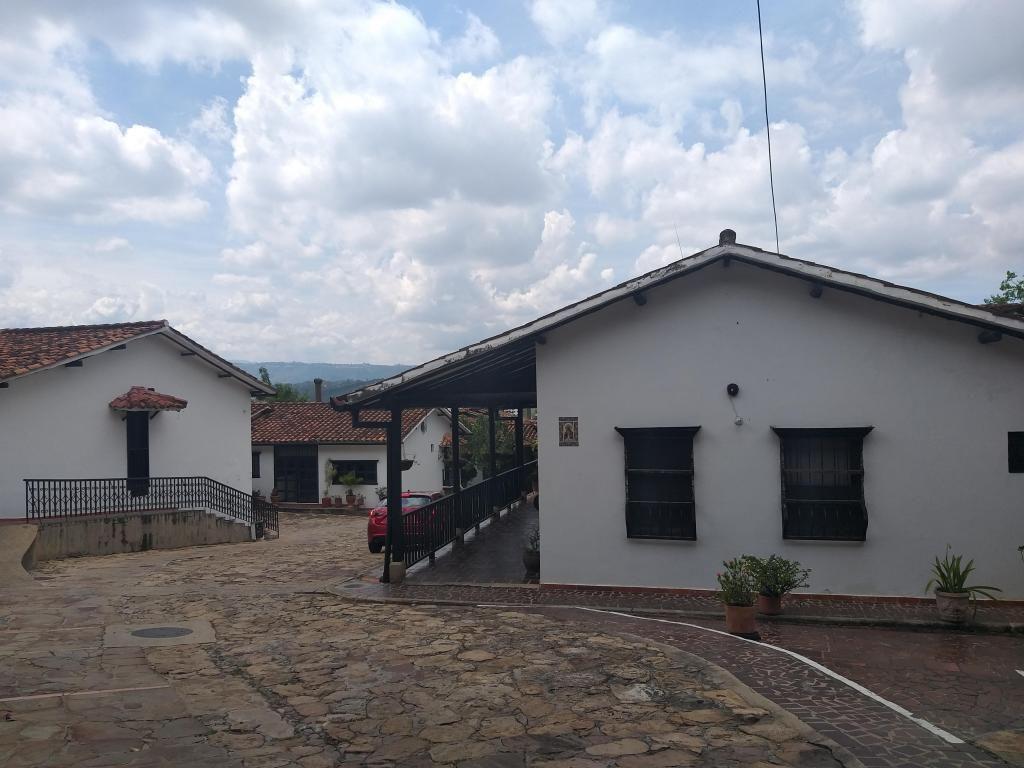 VENDO  CASA COLONIAL EXCLUSIVO CONJUNTO GIRON SANTANDER
