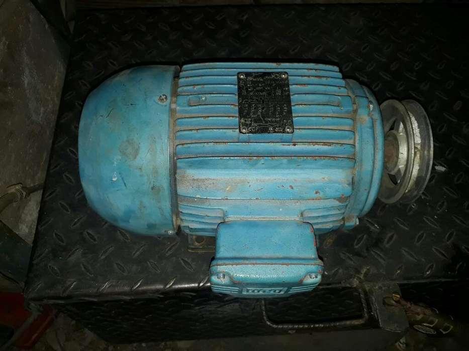 Vendo Motor Electrico 5 Hp Trifasico 220