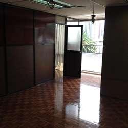 OFICINA DE VENTA, REMODELADA, AV. 12 DE OCTUBRE, U. CATOLICA