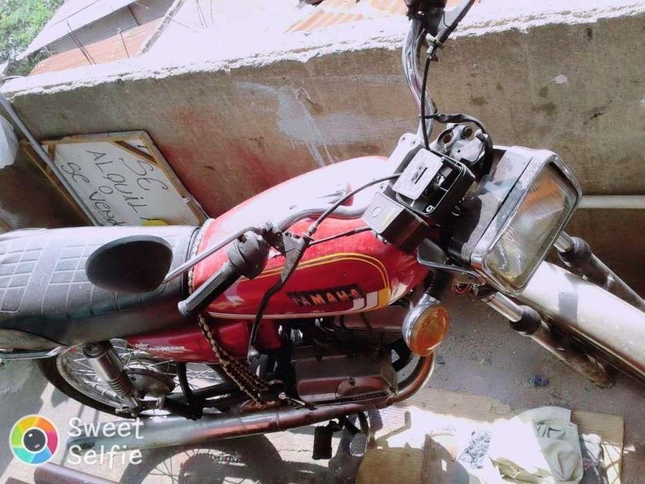 Vendo moto rx100 con caja 5 como se ve en la foto