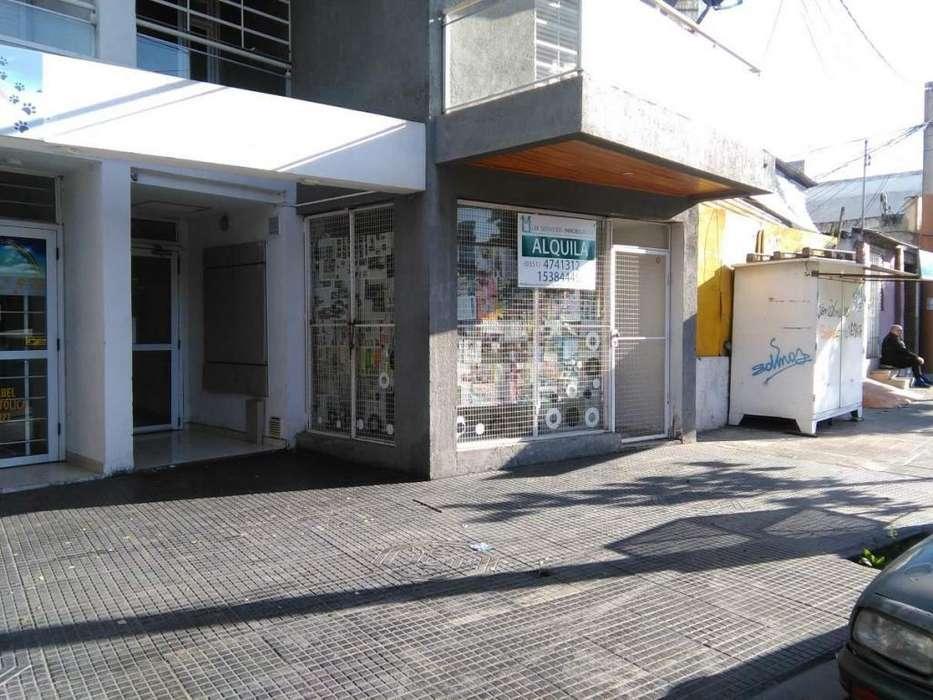 Local sobre calle muy transitada y con buen espacio para estacionar!!!!!