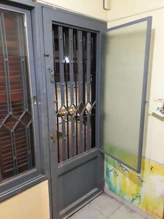 Vendo puerta de Chapa, muy pesada y super segura