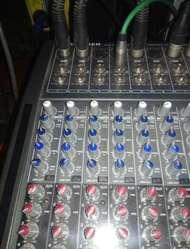 Mezcladora Behringer de 32 Canales