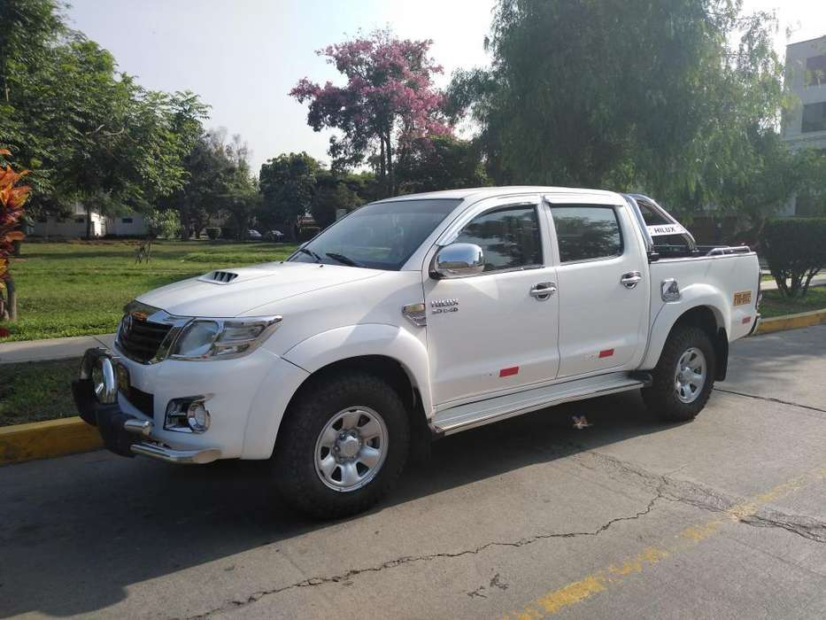 <strong>toyota</strong> Hilux 2013 - 110 km