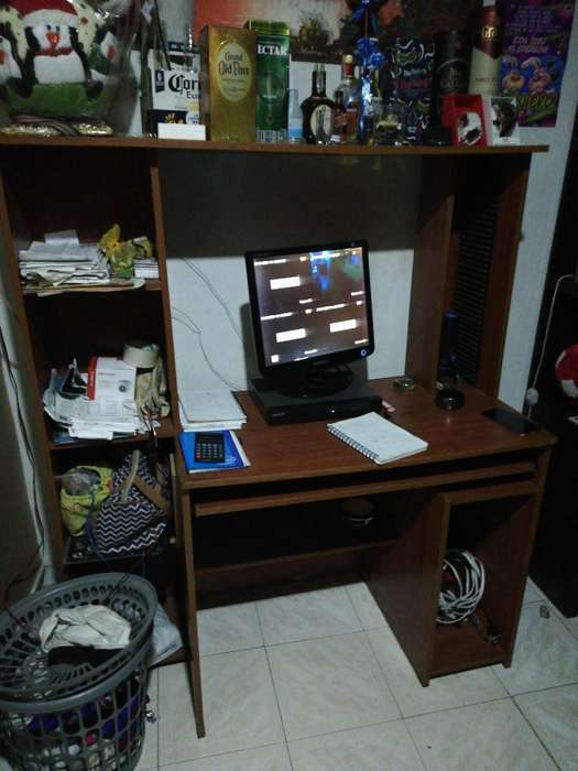 Mesa para Computador en Buen Estado