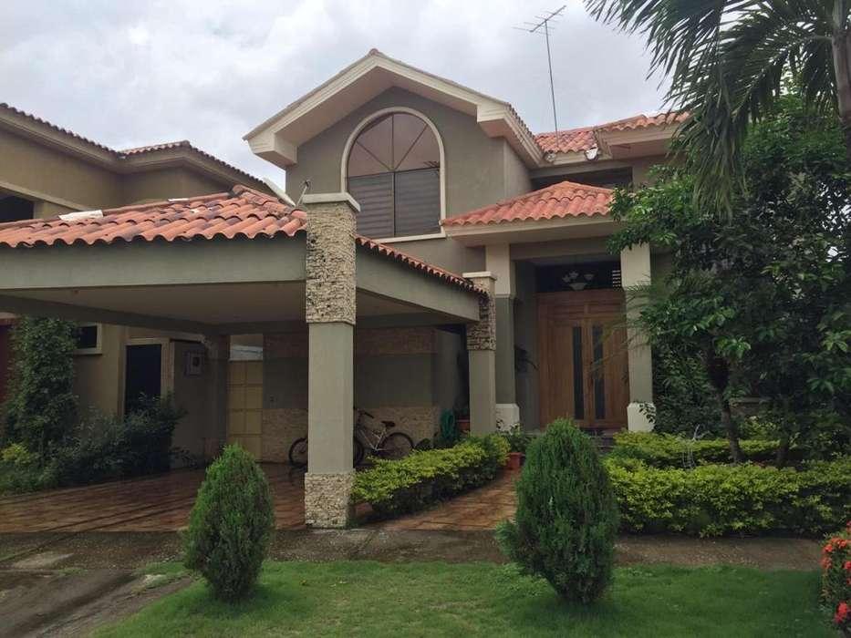 Venta de Casa en Urb. Santa Maria de Casa Grande, Via a Samborondon.