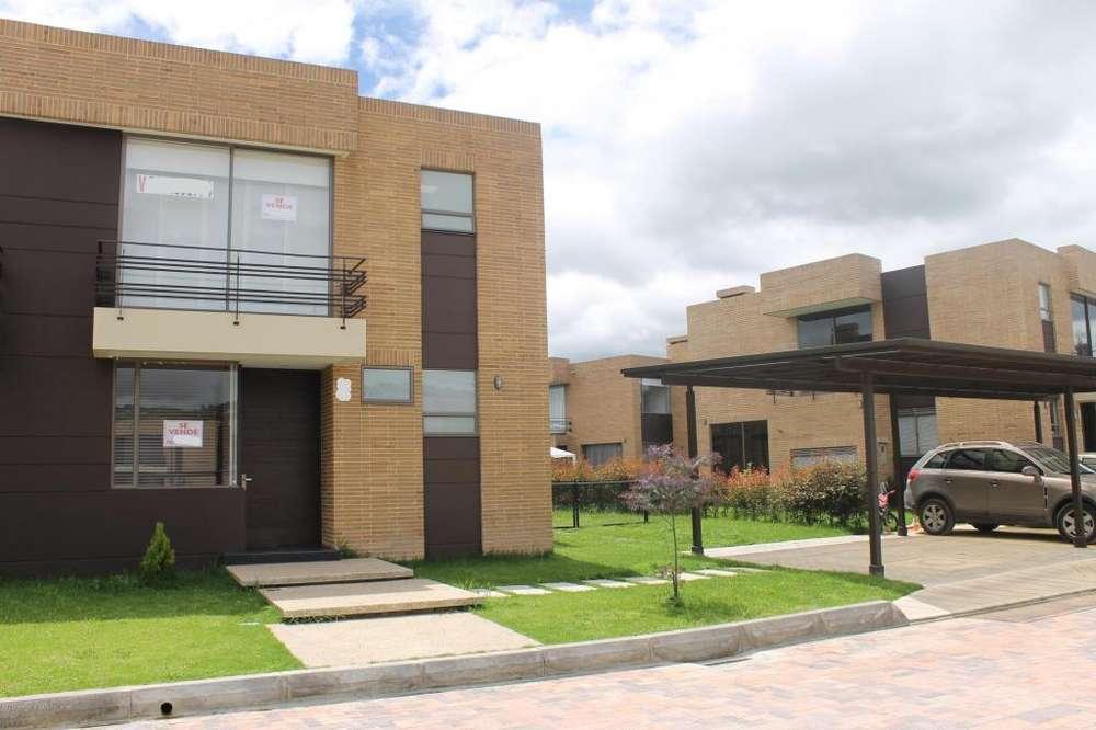Casa En Venta Calahorra En Cajica MLS 19-1026