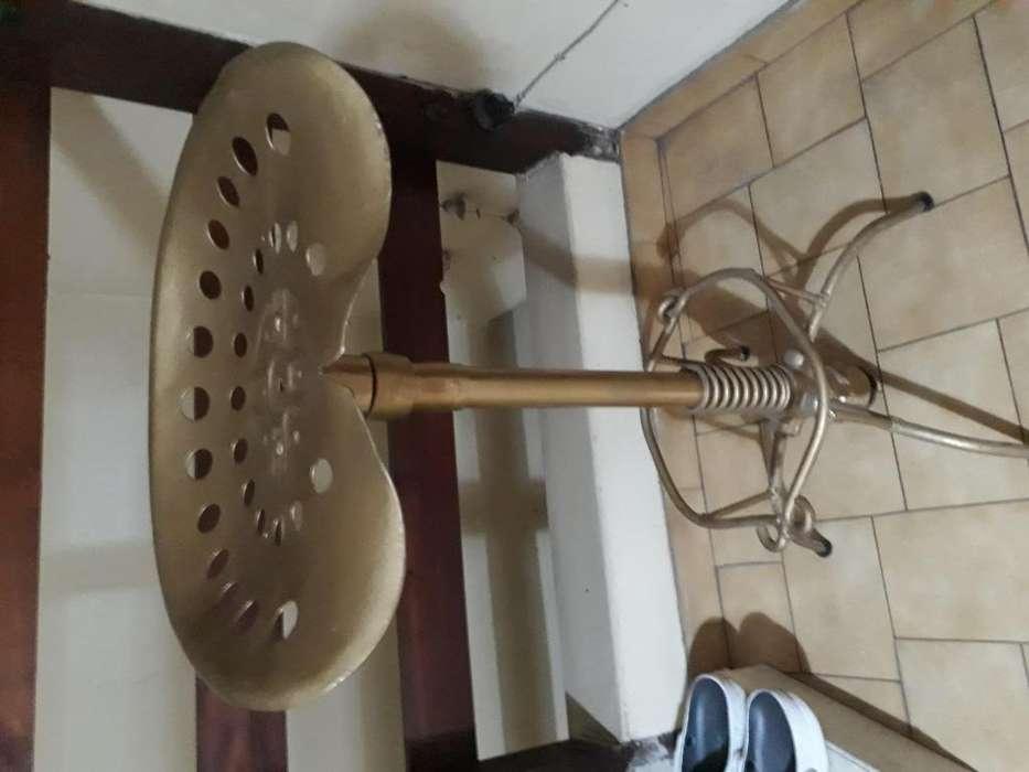 VENDO <strong>silla</strong> DE ARADO ARTESANAL MUY TRADICIONAL Y DECORATIVO