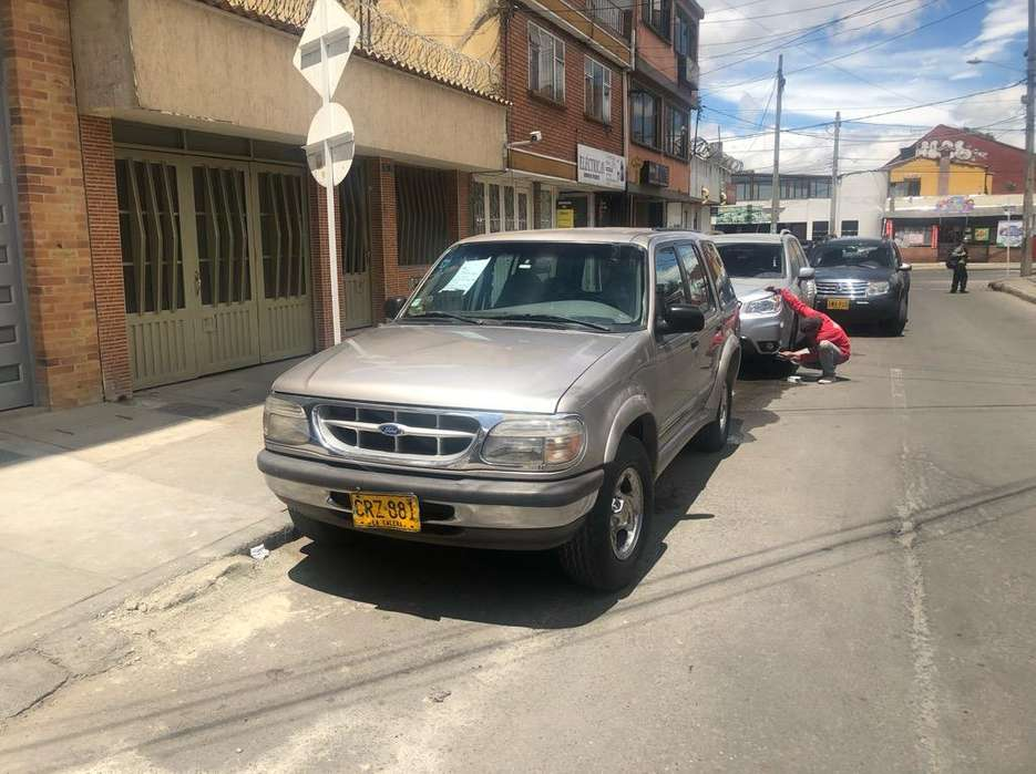 Ford Explorer 1997 - 175000 km