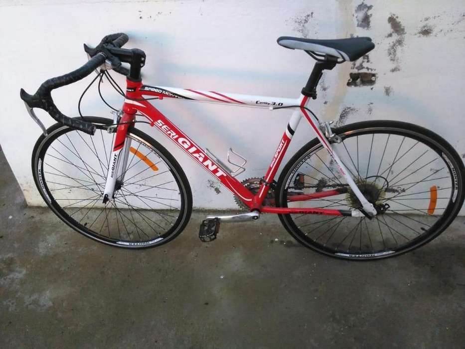 Vendo bicicleta rutera componentes Shimano inf WhatsApp 0992772325