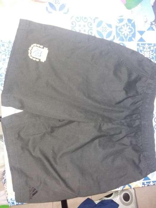 Vendo Bermuda Adidas.talle M