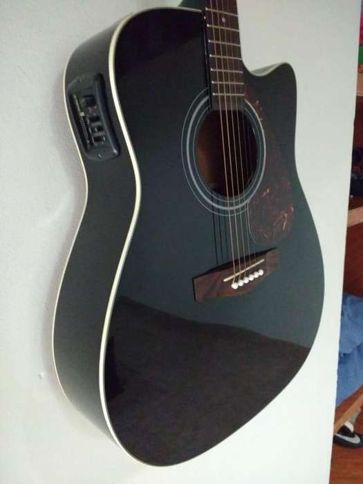 Guitarra electroacústica YAMAHA FX 370C BL