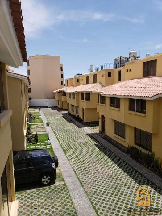 Soluciones <strong>inmobiliaria</strong> Vende Casa en Urbanización Exclusiva de Cayma.