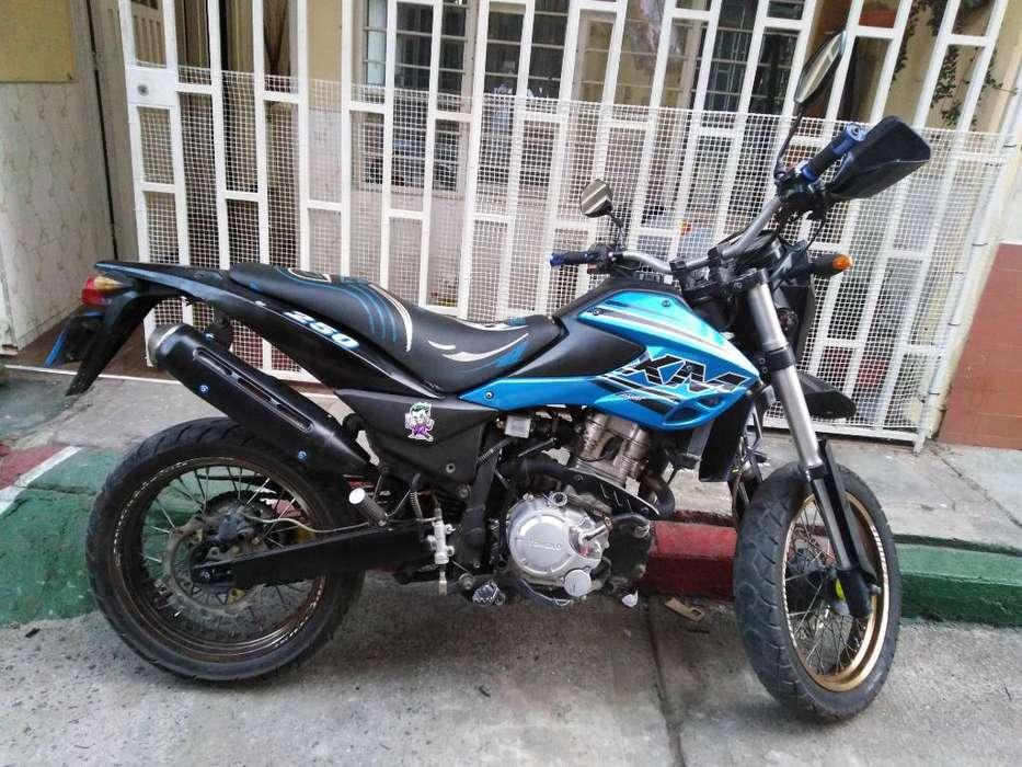 Vendo Moto Akt Xm 200