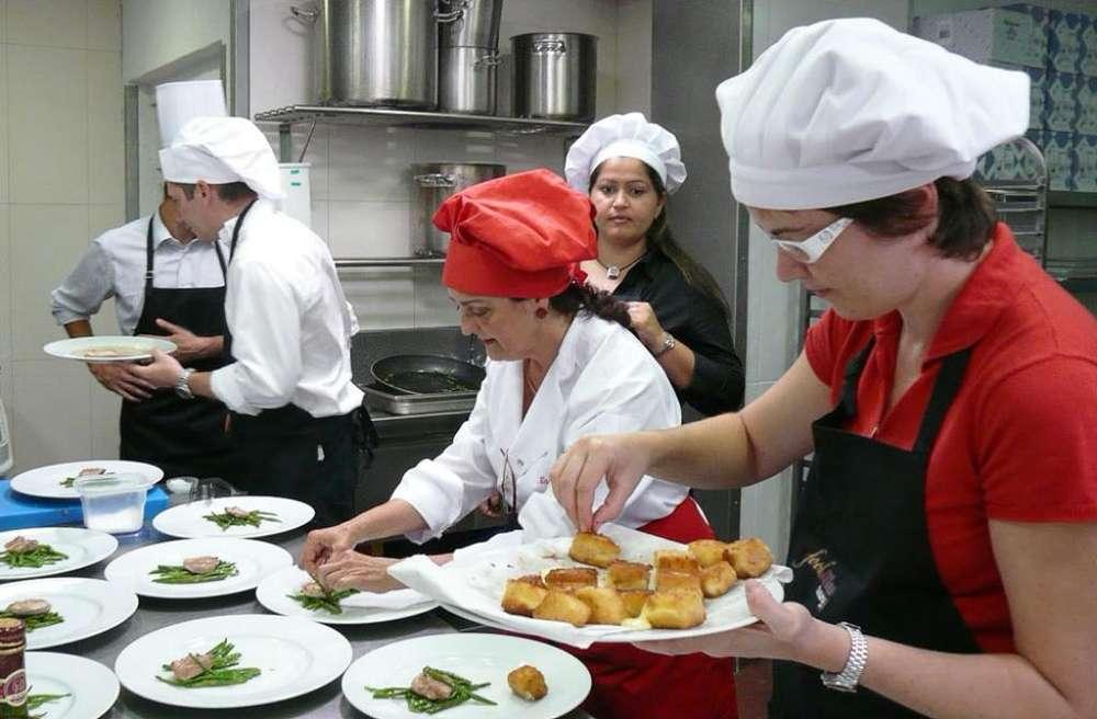 Mujer Auxiliar de Cocina con Experiencia
