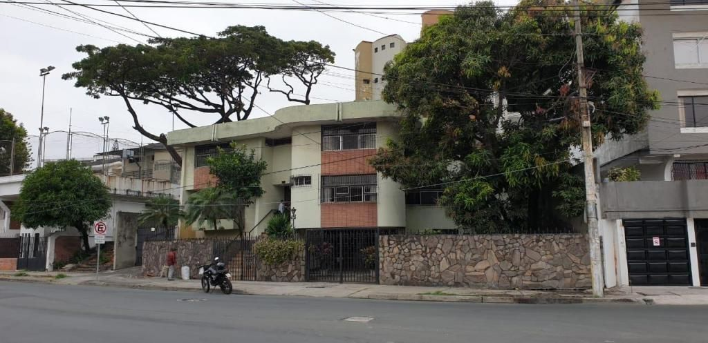 Casa para Empresas, 515m², Principal Calle Guayacanes, Urdesa Central