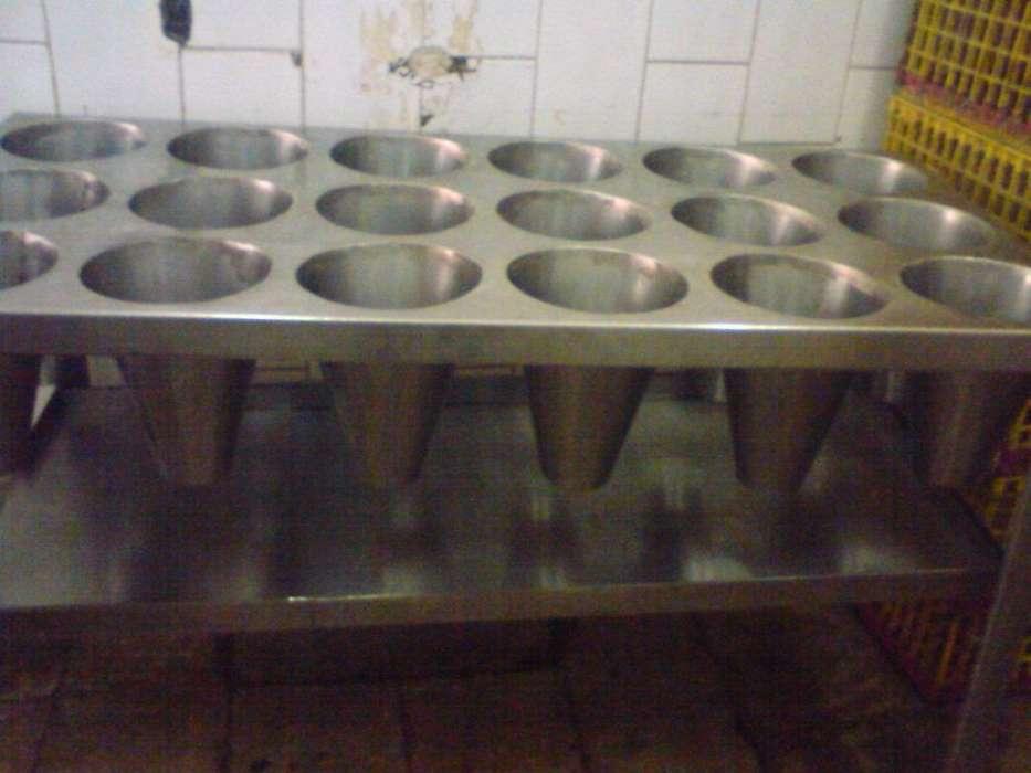 Desangrador para pollos de 18 conos en acero inoxidable.