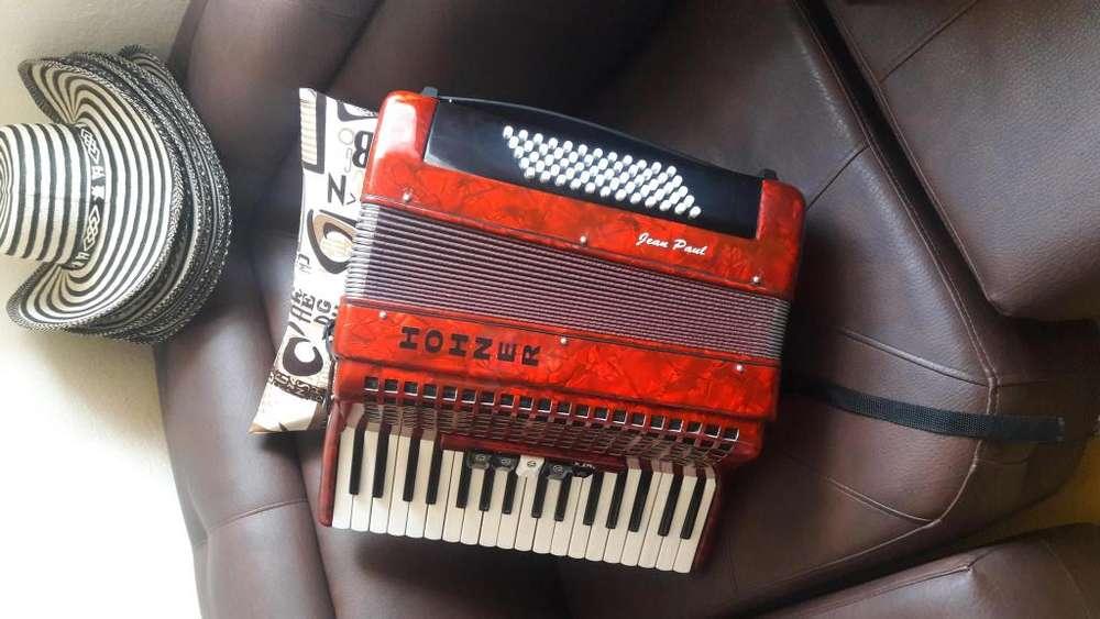 Se vende acordeon como nuevo pitos hohner 3185083183
