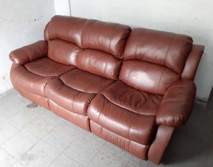 Sofa reclinable 03 cpos. ROSEN en cuero c/ sistema masajeador y posavasos ¡ NEGOCIABLE ! movil : 981157699