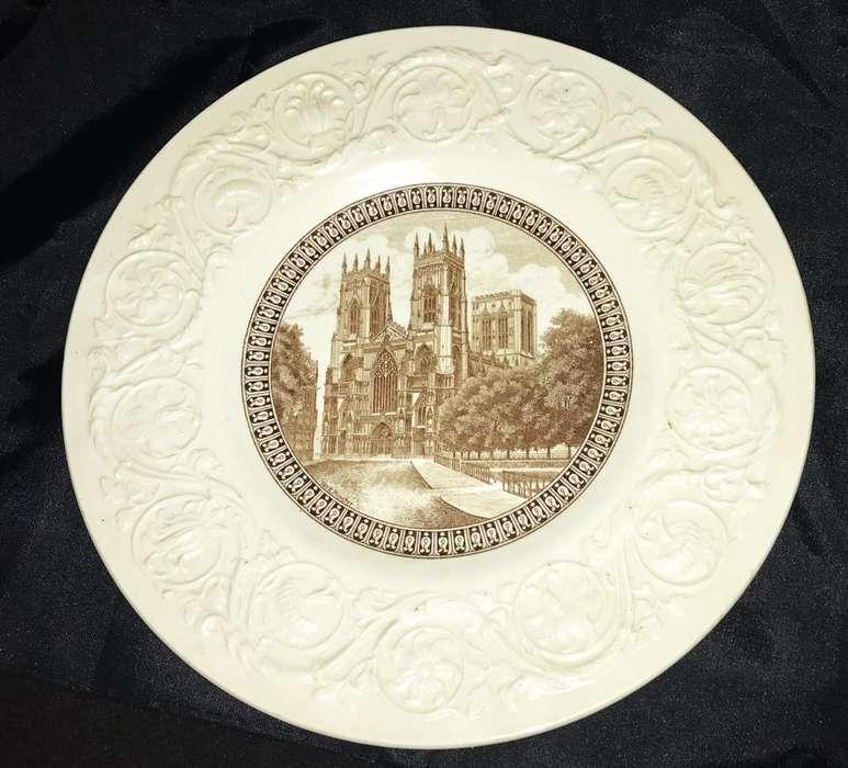 Gran plato de porcelana Wedgwood York Minster ,Cathedrals Series 27cm