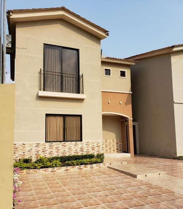 C114 - Venta Casa en Plaza Madeira 3 dormitorios - Vendo
