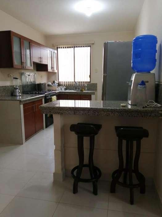 Casa en Venta amoblada en Mar Azul en Manta