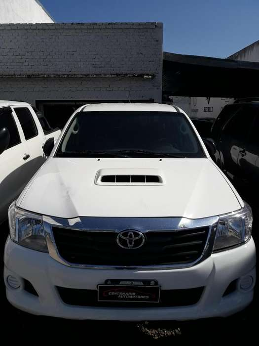 Toyota Hilux 2012 - 140000 km