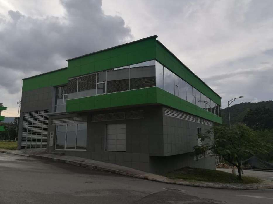 Bodega en parque industrial zimura
