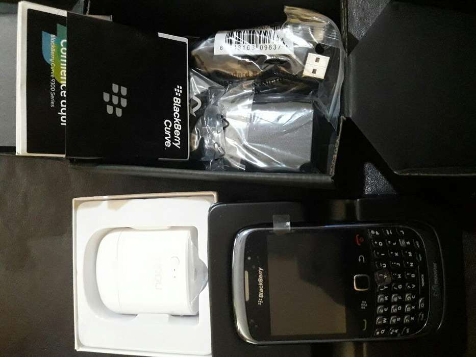 Blackberry 9300 Mas Airpods Noga