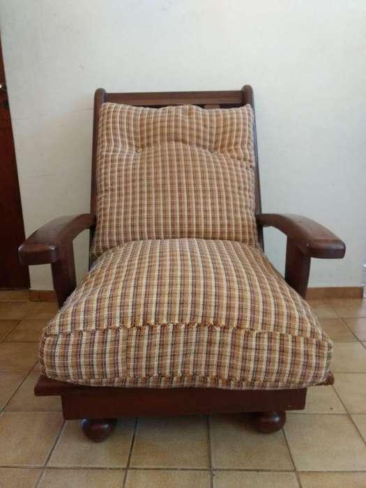 Juego de 4 sillones individuales de algarrobo, con almohadones, C/U 2900