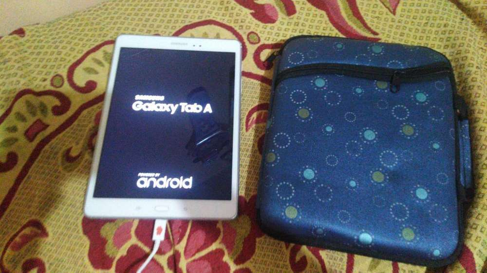 Vendo Galaxy Tab a con Estuche Y Cargadr